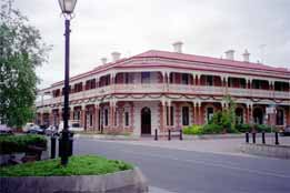 Jens Town Hall Hotel - Broome Tourism
