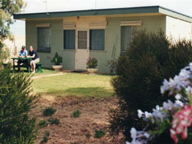 Oaklands Fishing Cottage - Broome Tourism