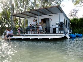The Murray Dream Self Contained Moored Houseboat - Broome Tourism