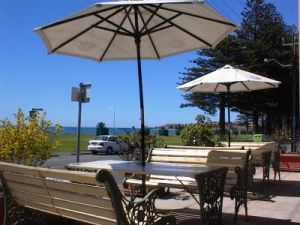 Anchorage at Victor Harbor Seafront Hotel - Broome Tourism