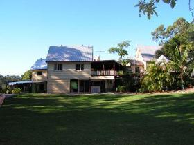 Glasshouse Mountains Ecolodge - Broome Tourism