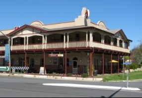 The Royal Hotel Adelong - Broome Tourism