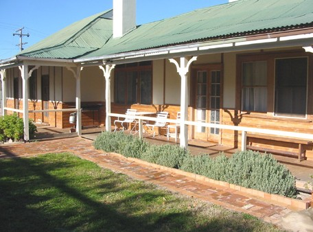 Gundagai Historic Cottages Bed and Breakfast - Broome Tourism