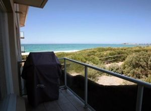 Beachfront Narrabeen - Broome Tourism