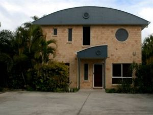 Beach House Redcliffe - Broome Tourism