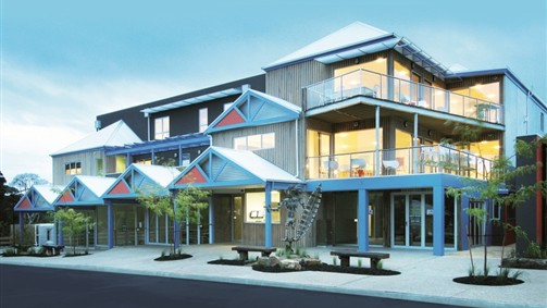 The Island Accommodation - Phillip Island YHA - Broome Tourism