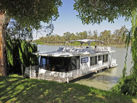 Boats and Bedzzz - The Murray Dream self-contained moored Houseboat - Broome Tourism