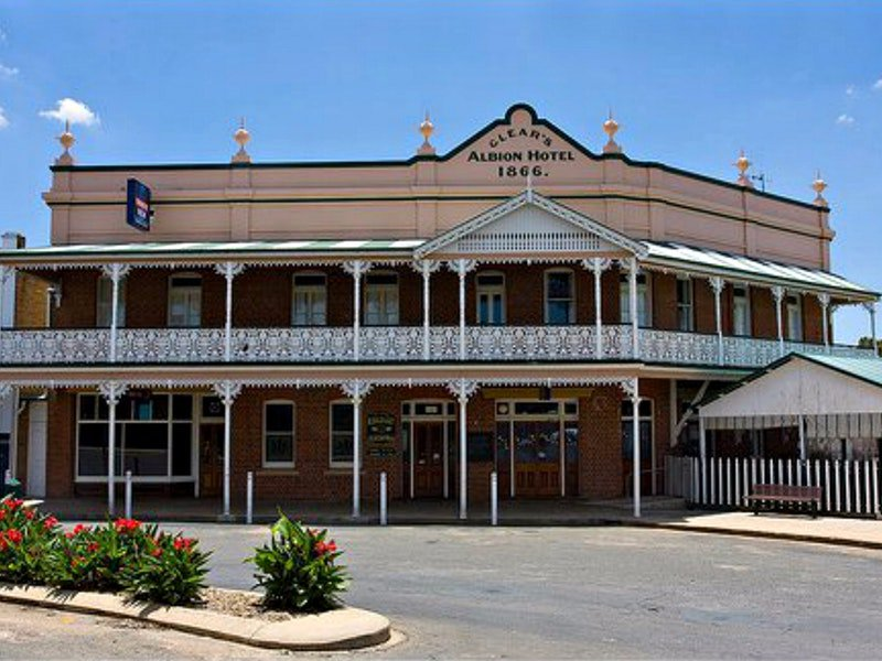Albion Hotel Grenfell - Broome Tourism