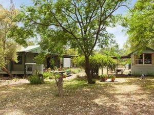 Red Tractor Retreat - Broome Tourism