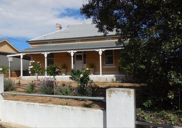 Book Keepers Cottage Waikerie - Broome Tourism