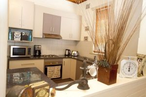 Anderl's Beach Cottage - Broome Tourism