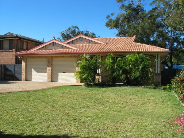 Seawest - Hawks Nest Accommodation - Broome Tourism