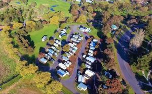 Lake Colac Caravan Park - Broome Tourism