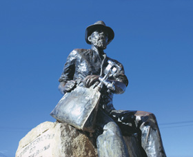 Paddy Hannans Statue - Broome Tourism