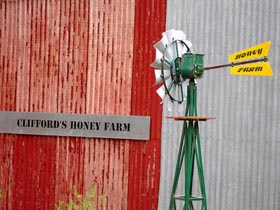 Clifford's Honey Farm - Broome Tourism
