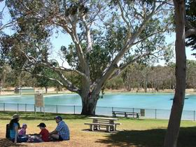 Naracoorte Nature Park and Swimming Lake - Broome Tourism