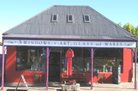 3 Windows Gallery - Broome Tourism
