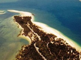 Inskip Peninsula Recreation Area - Broome Tourism