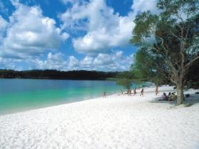 Lake McKenzie - Broome Tourism