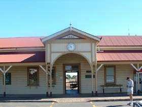 Maryborough Railway Station - Broome Tourism