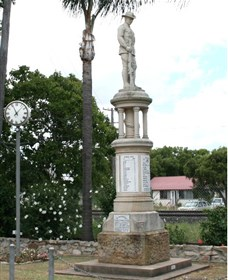 Forest Hill War Memorial - Broome Tourism
