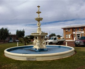 Cunnamulla War Memorial Fountain - Broome Tourism