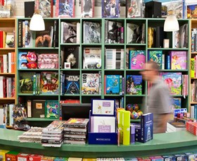 Lorne Beach Books - Broome Tourism