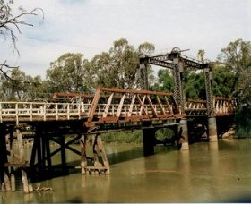 Swan Hill - Murray River Road Bridge
