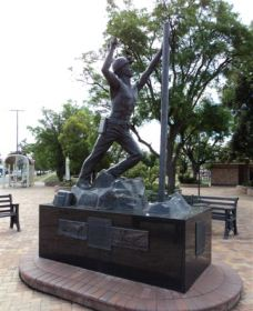 Miners Memorial Statue - Broome Tourism