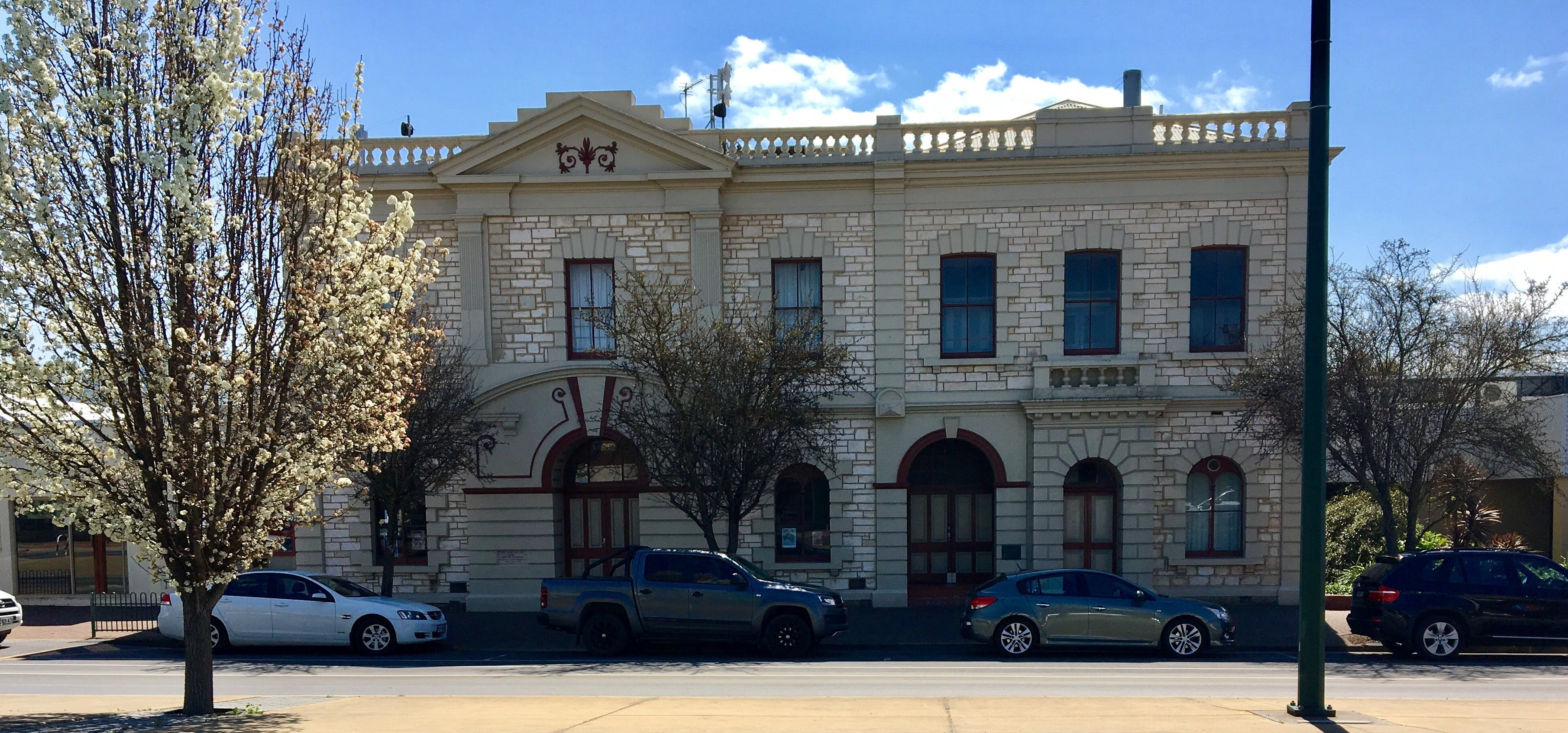 Naracoorte Town Hall - Broome Tourism