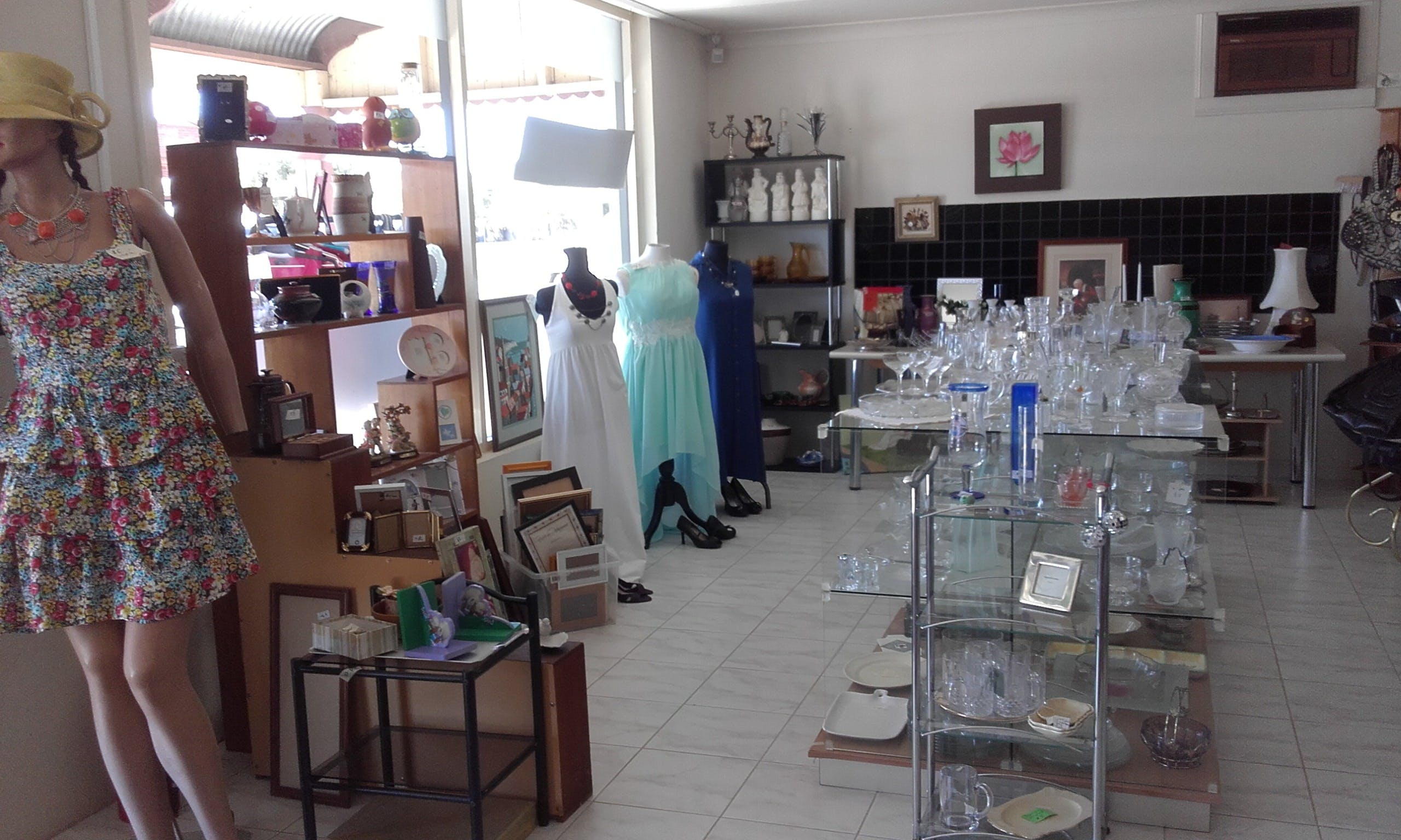 Hunters Haven Anglican Op Shop - Broome Tourism