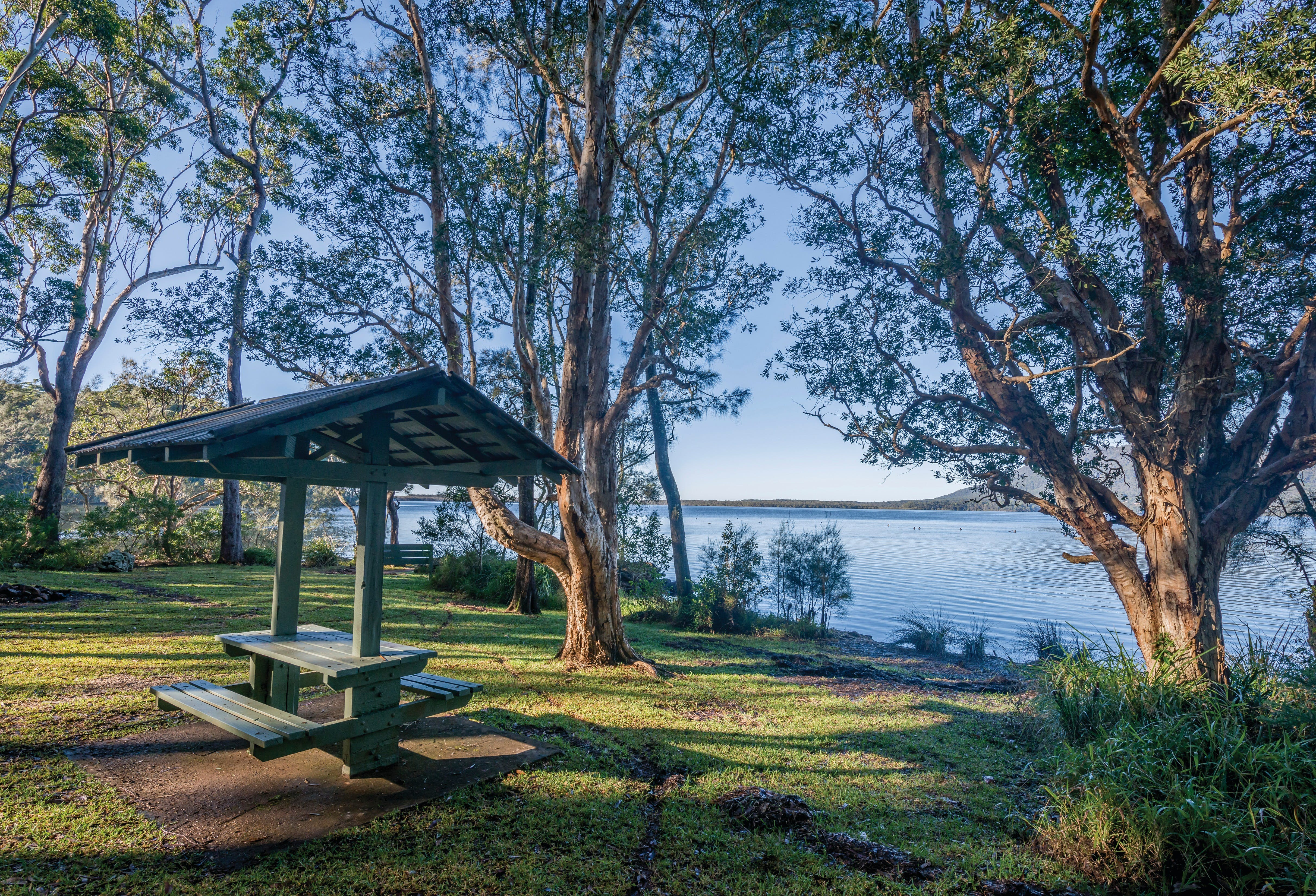 Queens Lake picnic area - Broome Tourism