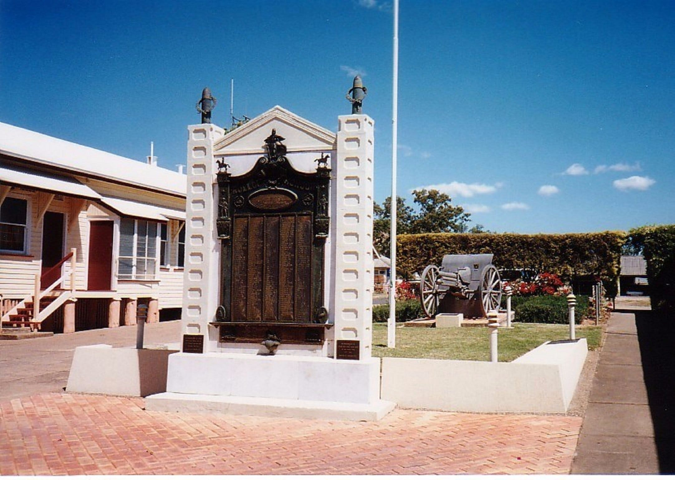 Gayndah War Memorial - Broome Tourism