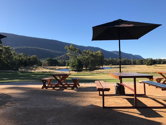 Halls Gap Hotel Restaurant - Broome Tourism