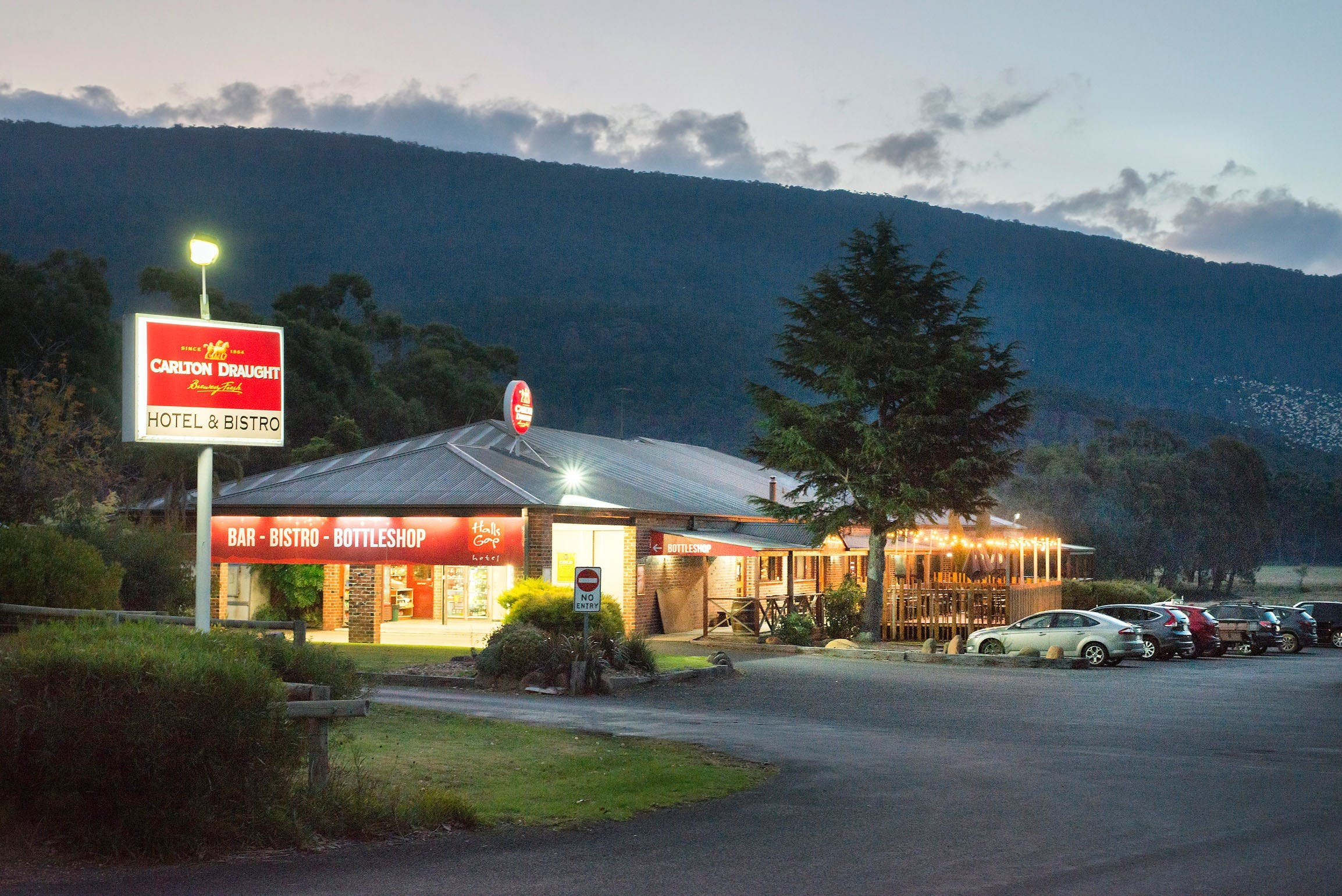 Halls Gap Hotel - Broome Tourism