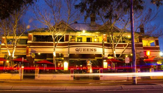 The Queens Tavern - Broome Tourism