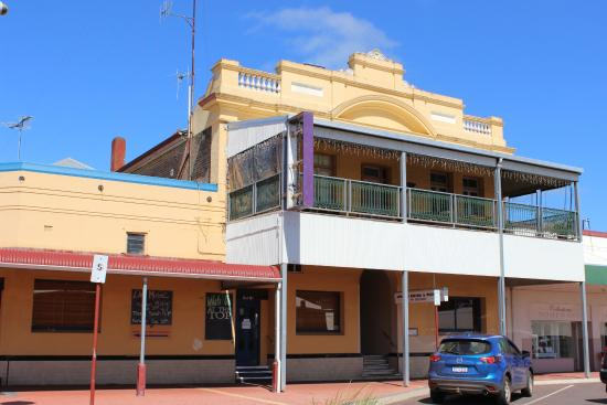 Mount Barker Hotel - Broome Tourism