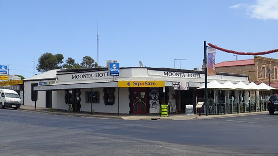 Moonta hotel - Broome Tourism