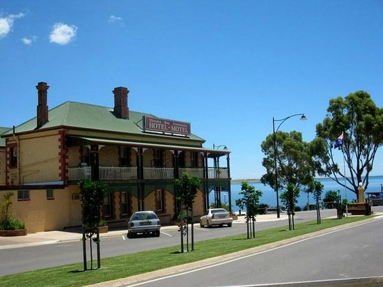 Streaky Bay Hotel - Broome Tourism