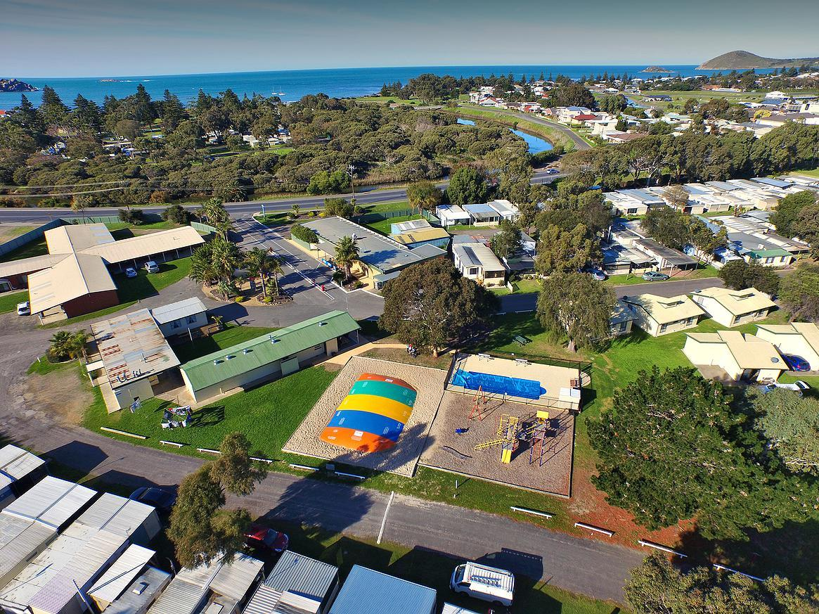 Victor Harbor Holiday  Cabin Park - Broome Tourism