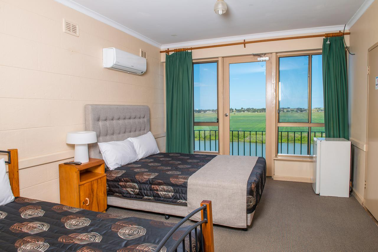 Tailem Bend Riverside Hotel - Broome Tourism