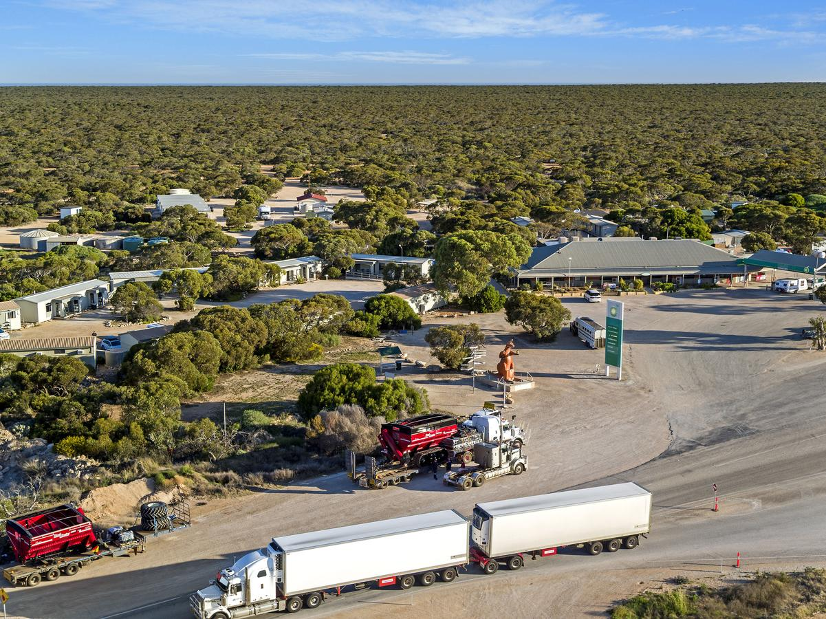 Border Village Roadhouse - Broome Tourism