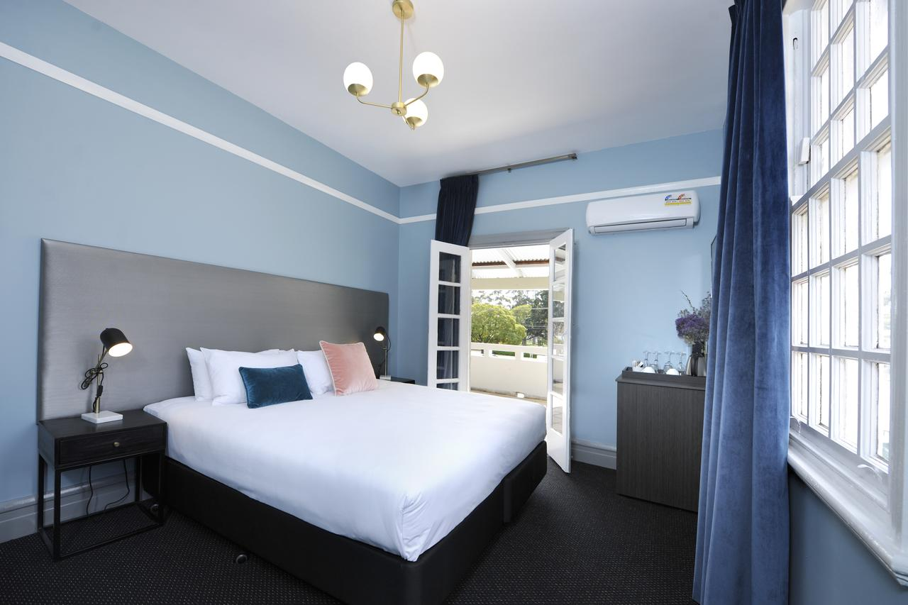 The Stirling Arms Hotel - Broome Tourism