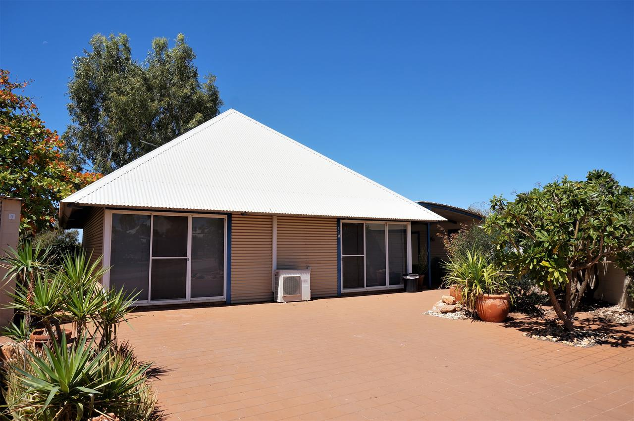 Osprey Holiday Village Unit 110 - Wake up to the birds in your 4 poster bed with a view - Broome Tourism