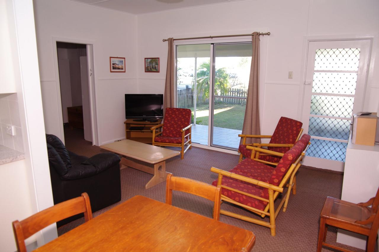 Fleur Cottage 7 Willow Street - Broome Tourism