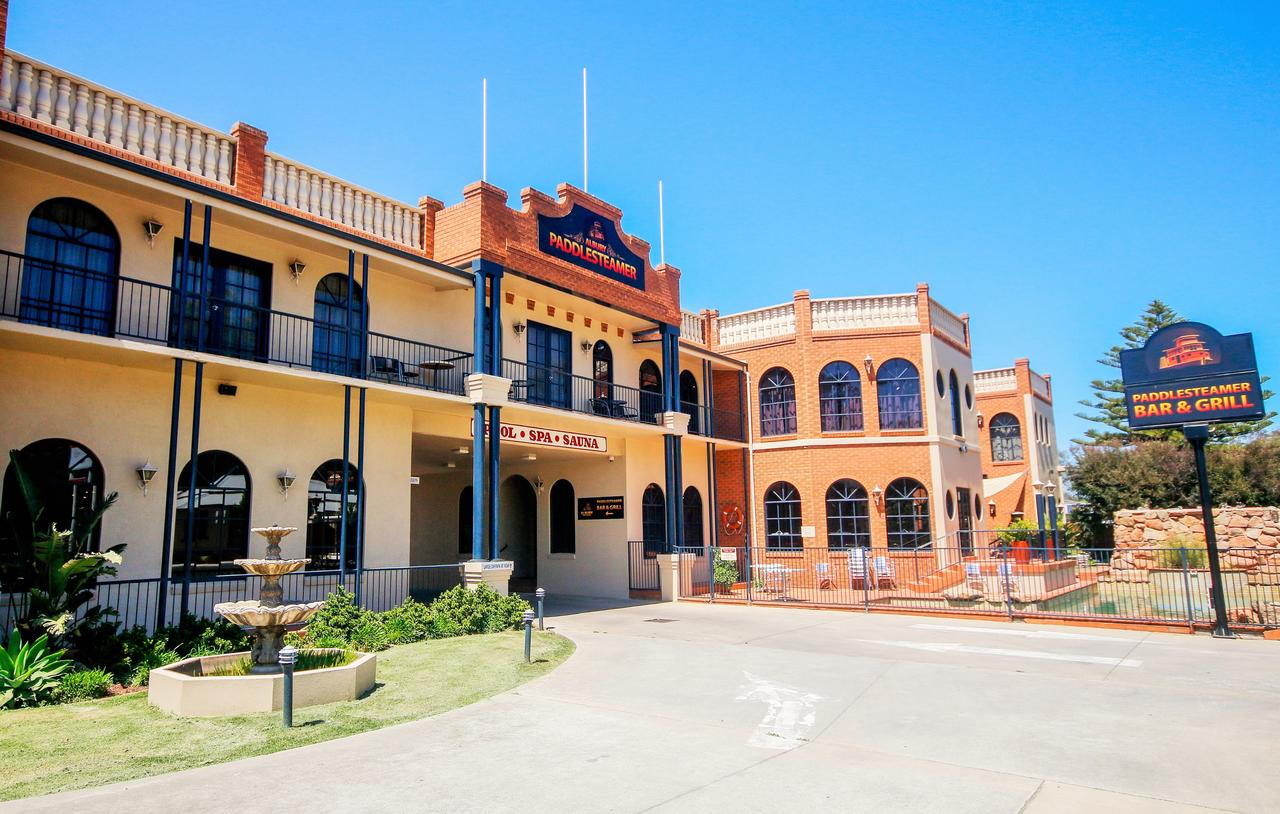 Albury Paddlesteamer Motel - Broome Tourism