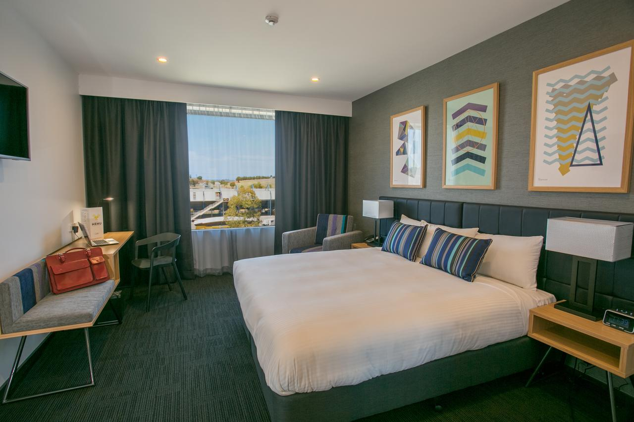 Alpha Hotel Eastern Creek - Broome Tourism