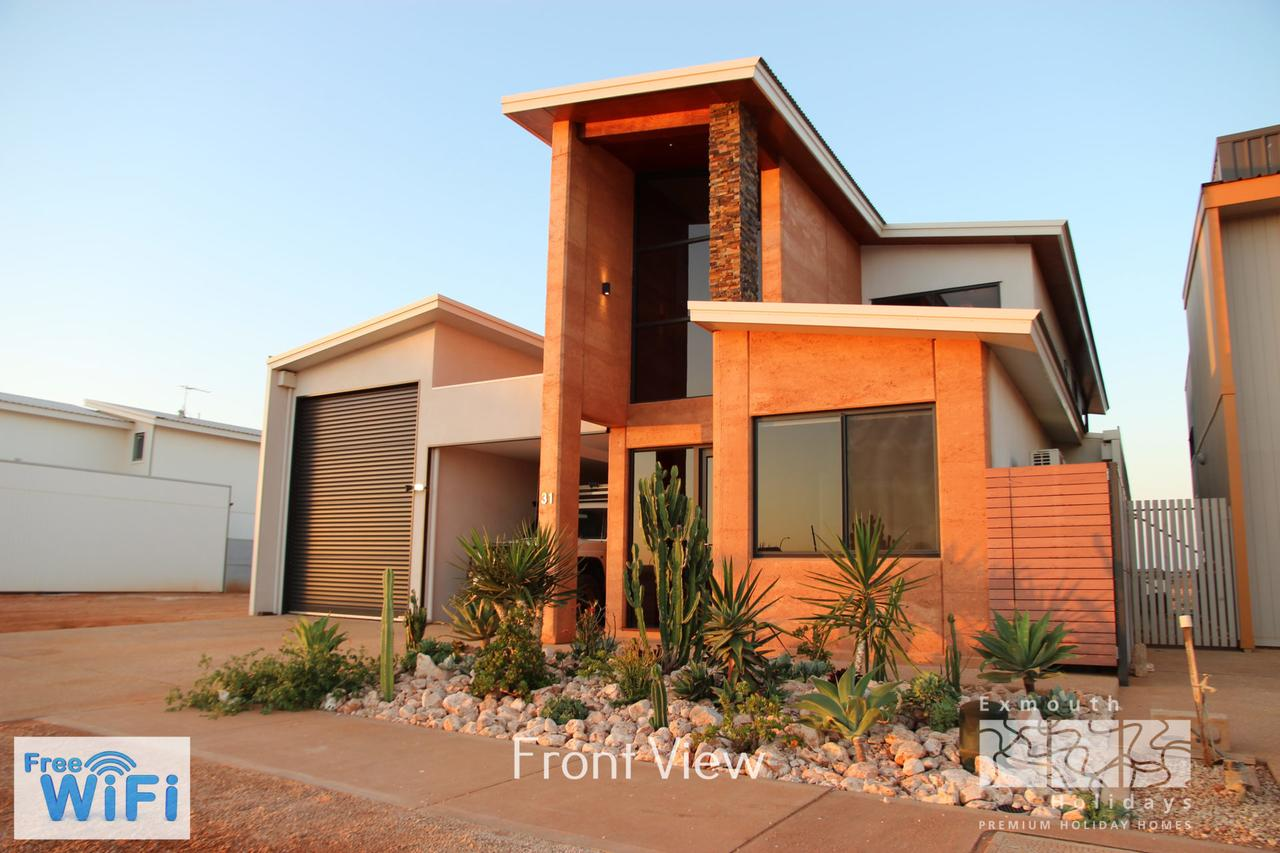 31 Inggarda Lane - Spectacular Views with a Private Jetty and Wi-Fi - Broome Tourism