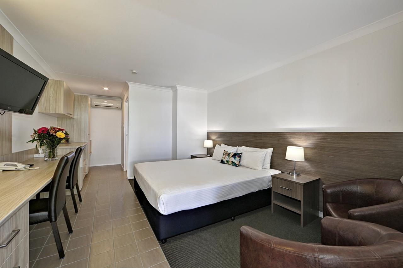 Smart Motels Bert Hinkler - Broome Tourism