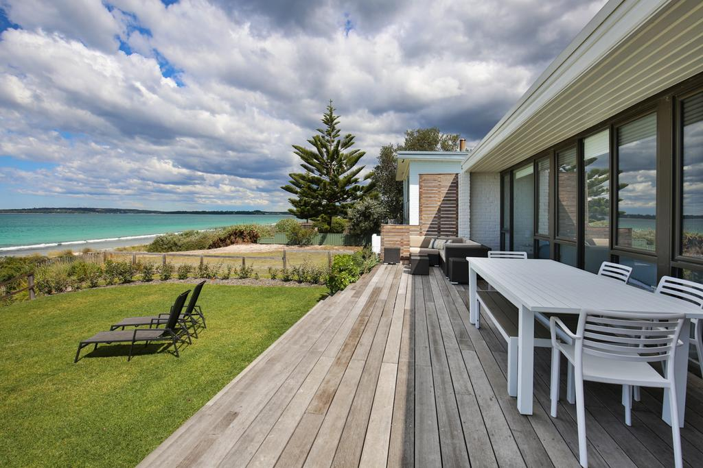 Azure Absolute Beachfront - Pet Friendly - Broome Tourism